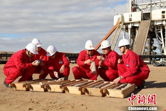 新疆准噶尔盆地滴南凸起首次获得高产工业油流