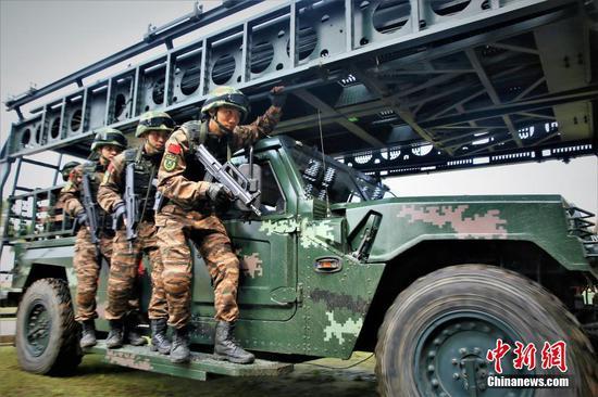 广西武警实战化反恐演练 提升打赢本领