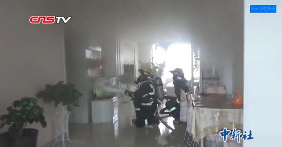 家中起火6岁女童机智报警 带3岁妹妹逃离