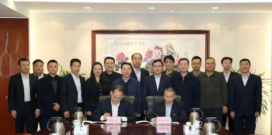图为新疆空管局与民航二所新的战略合作协议签约现场。许晓宁 摄