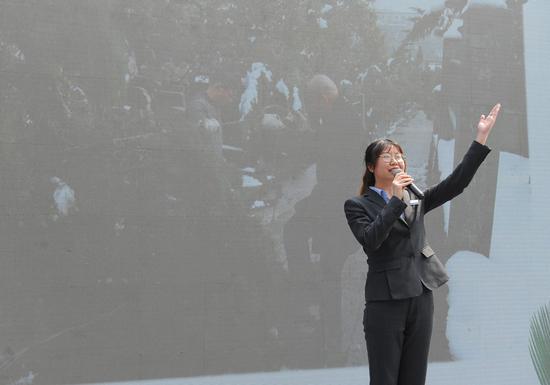 图为:杭州南山陵园管理处职工柴溢在演讲《做一个为民爱民、担当奉献、务实创新的民政人》。  张茵 摄