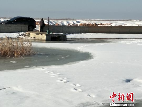 """积雪消融形成山洪 新疆""""变洪为宝""""保障民众安全"""