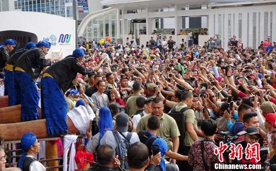 印尼首条地铁开通 总统佐科剪彩