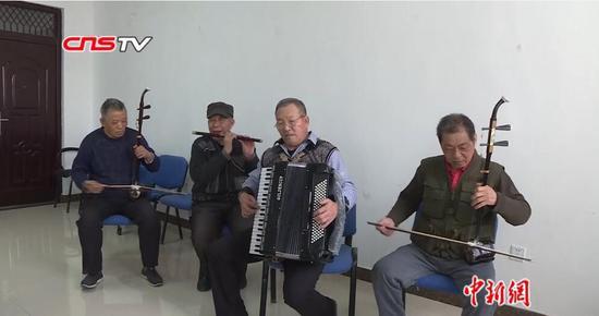 """新疆兵团老人组建""""喜洋洋乐队"""" 平均年龄超72岁"""
