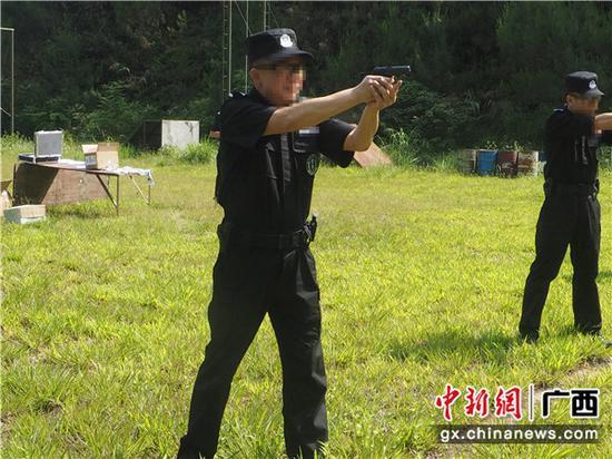 射击训练中的唐宇文。周畅 摄