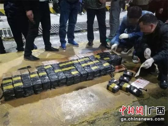 2018年4月18日,唐宇文侦破一起特大运输毒品案,缴获毒品海洛因92.75公斤,刷新当年广西记录。周畅 摄
