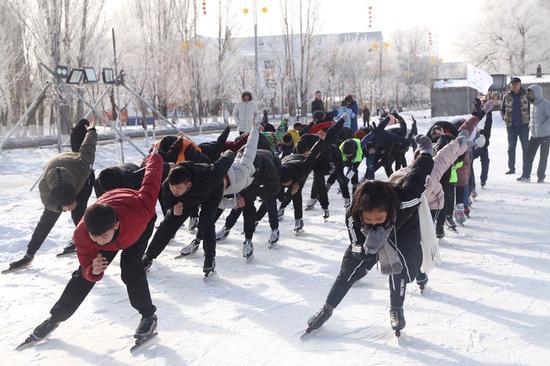 """迎北京冬奥会 新疆已为冰雪人才培训按下""""快进键"""""""