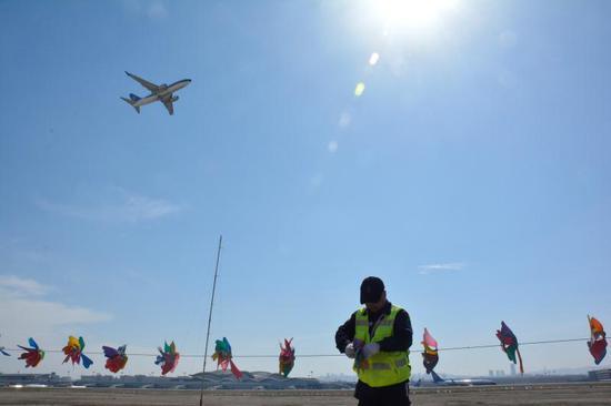 乌鲁木齐国际机场飞行管理部召开净空安全宣传会议