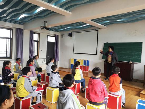 韋梅教授清溪小學學生鋼琴課 沈曉顏 攝