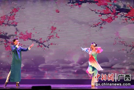 图为晚会歌舞表演。林浩  摄