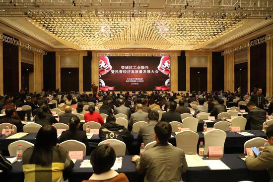 婺城召开工业振兴暨民营经济高质量发展大会  陈俊 摄