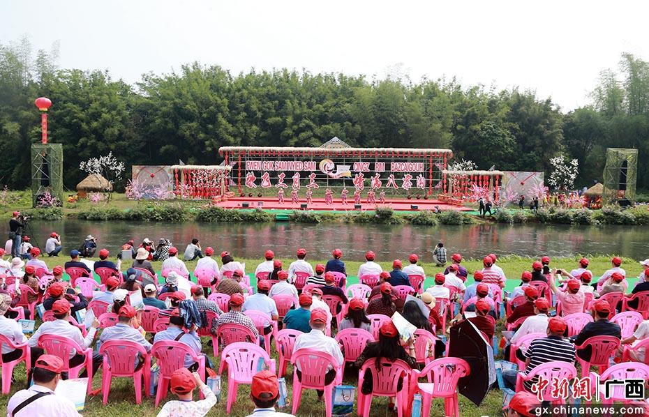 中外友人廣西欽州共度壯族三月三