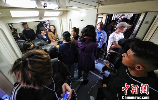 新疆铁路清明小长假发送旅客逾53万人次
