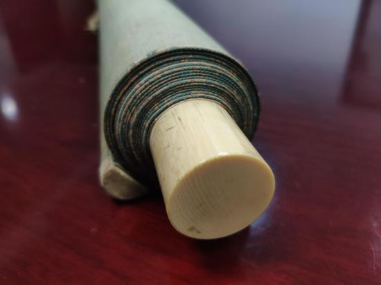 图为象牙画轴轴头。杭州海关提供