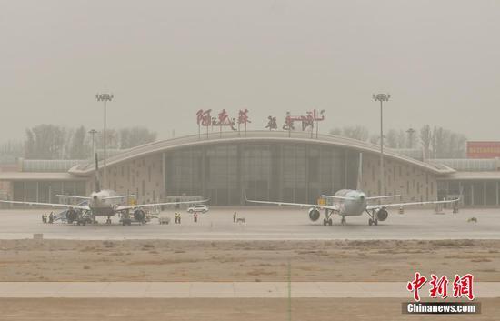 新疆阿克蘇地區出現大面積沙塵天氣