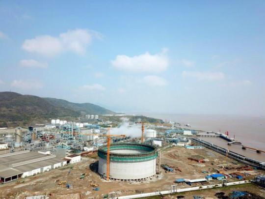 图为中国单体最大低温乙烷罐。  宁波大榭开发区供图