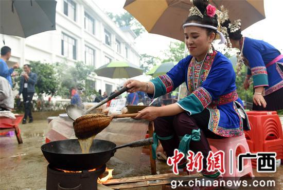 广西三江油茶飘香风情浓