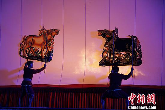 泰国叻丕堪农寺:皮影艺术光耀泼水节