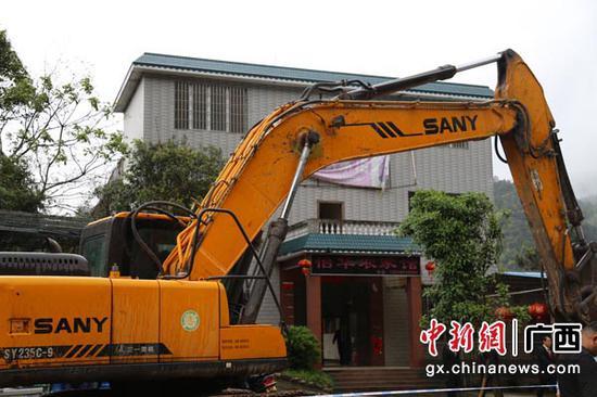 强制拆除违建建筑。