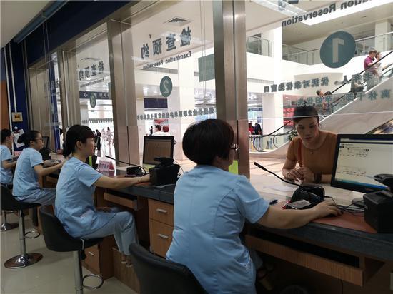 浙江某医院内。  张煜欢 摄