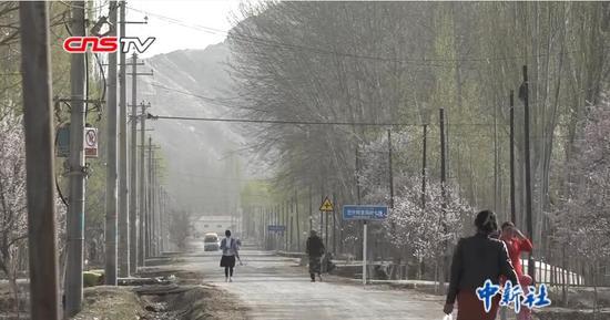 """邊境小城村民塔吉古麗""""變身""""記:從貧困戶到民宿老板"""
