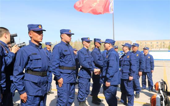 新疆森林消防总队隆重举行2019年新消防员入职培训动员大会