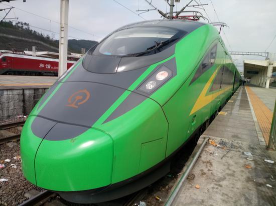 """2月19日,""""绿宝宝""""列车曾试运行到义乌站。斯多林摄"""