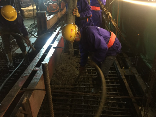 图为灵江特大桥最后一联连续梁合龙的施工现场。王迎摄
