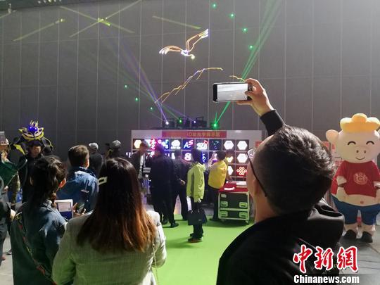 第七届亚欧光电展开幕智能环保产品吸引客商眼球