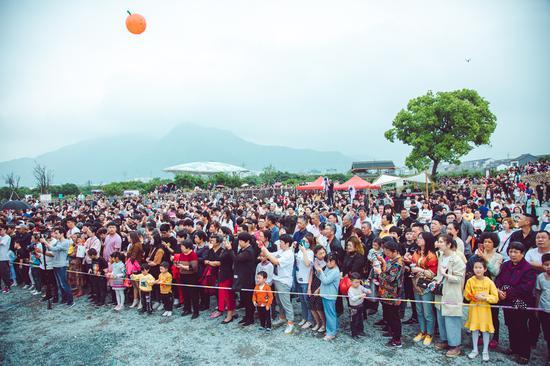 图为:浙江黄岩南城橘花音乐节现场  王敏智 摄