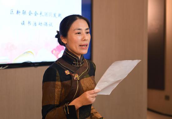 上城区新联会副会长屠玥发表读书活动倡议并推荐共读书单。 王刚 摄