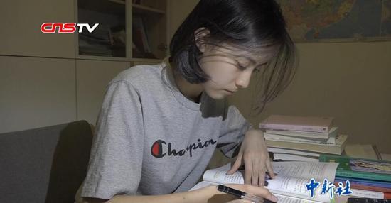 """世界读书日:看""""学霸""""们如何阅读"""