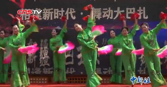 新疆广场舞大赛启幕 多民族元素融合成亮点