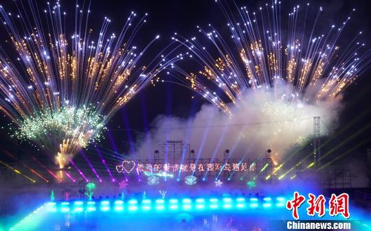 广西北海涠洲岛打造首创海景焰火剧