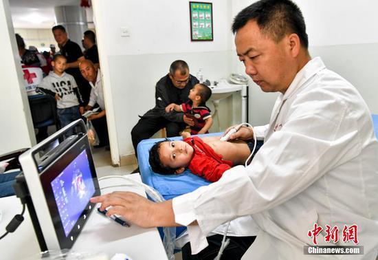 """中国红基会""""天使之旅""""新疆和田筛查220名疑似先心病患儿"""