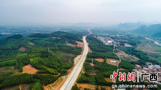 建设中的贵港至隆安高速公路