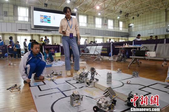 新疆青少年机器人竞赛 VEX机器人工程挑战赛精彩无限