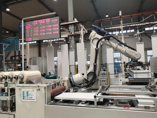 图为杭州企业智能工厂。张煜欢 摄