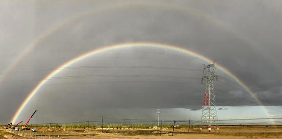 克拉玛依市区南郊现雨后双彩虹