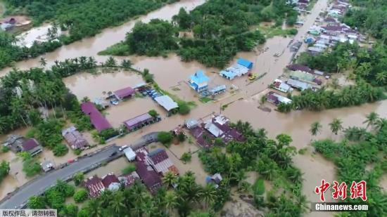 印尼洪水肆虐造成近40人死亡 至少13人失蹤