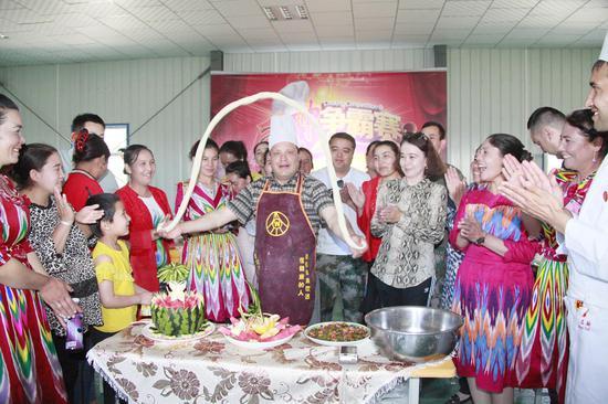 新疆交通厅驻村工作队举办厨神争霸赛