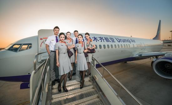 """今年""""五一""""期间,乌鲁木齐航空共保障航班133架次,承运旅客2.86万人次,假期间航班平均客座率高达90%。(资料图)"""