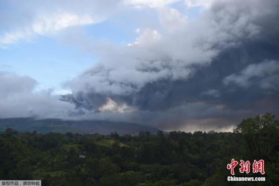印尼锡纳朋火山喷发 中领馆发安全提醒