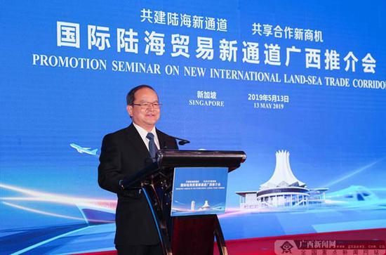 图为中共广西壮族自治区党委书记鹿心社在推介会上致辞。