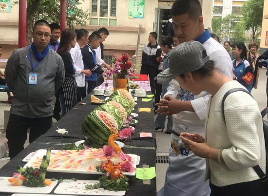 """新疆:""""职业教育活动周""""学生拼技能"""