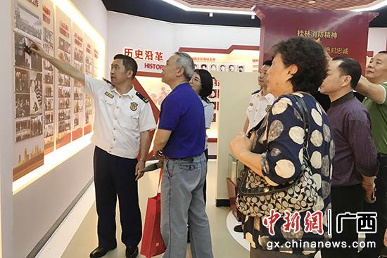 桂林书法家走进红门挥毫泼墨 创作百幅佳作赞消防