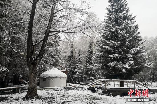 """新疆阿勒泰重回""""水墨世界"""" 最低温降至-7℃"""