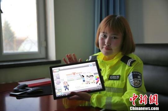 """新疆兵团""""90后""""女警手绘漫画宣传扫黑知识"""