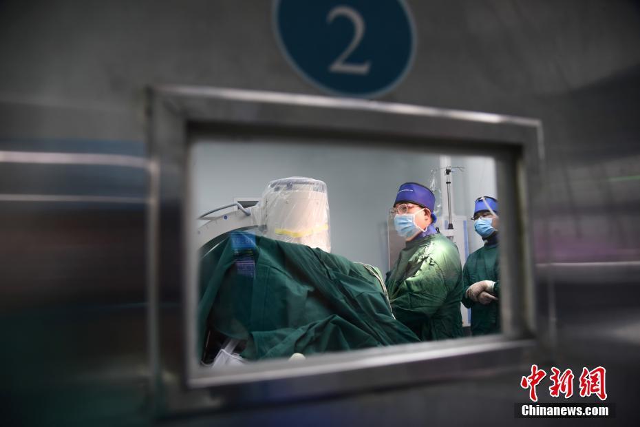 广西创伤外科医生与辐射为伴 一天直面X光数百次