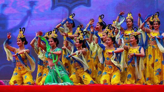 """新疆阿克苏第十五届""""多浪?龟兹""""文化旅游节开幕"""